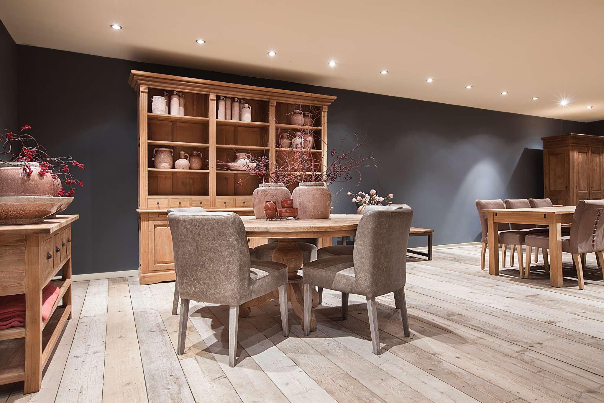 Teakhouten tafels met stoelen, salontafels en sidetables. Grote ...